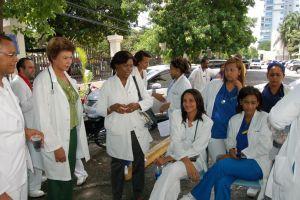 Médicos dominicanos están en huelga de 72 horas
