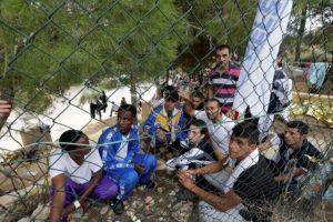 Inmigrantes en naufragio en Italia se agarraban de botellas