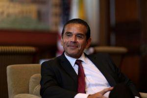 Ex alcalde de LA se une al Centro de Política Bipartidista