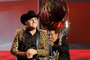 Gerardo Ortiz no se dejará vencer en los Billboard