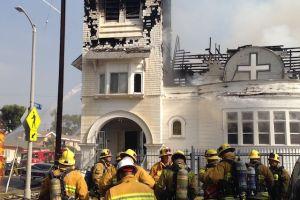 Incendio consume iglesia en Sur de Los Ángeles