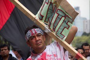 Maestros bloquean avenidas de la Ciudad de México