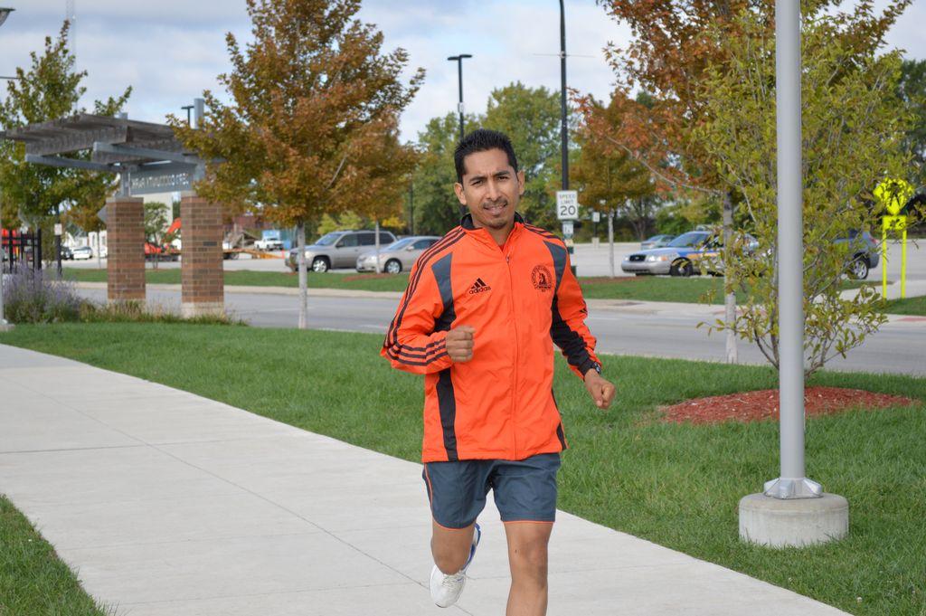 Maratonista hispano recaudará dinero para niños (Fotos)