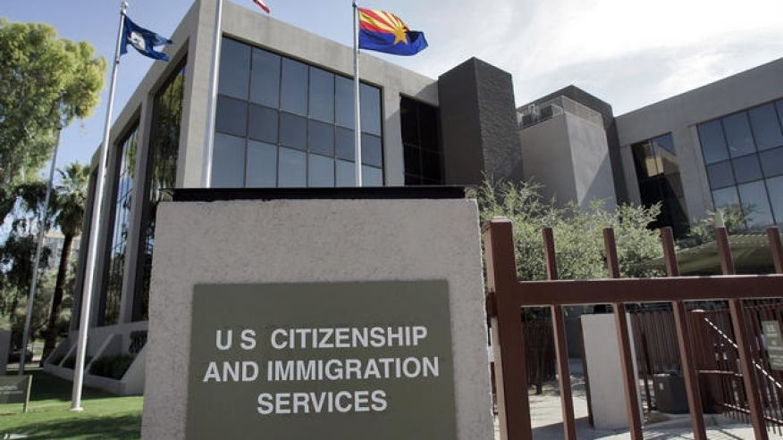 USCIS alerta sobre estafas a inmigrantes en Chicago