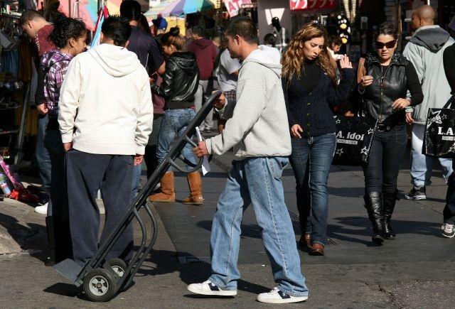 Cierre de gobierno afecta a latinos de bajos ingresos