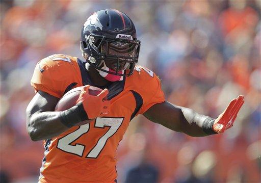 Broncos sufren ante Jaguares, pero quedan invictos