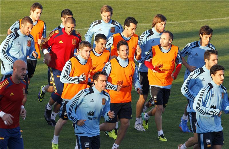 La selección española se entrena sin Piqué, Arbeloa ni Ramos