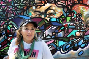Artista de CA asegura llevar sangre del muralista Siqueiros