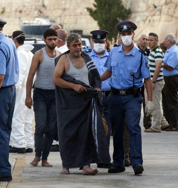 Sobrevivientes de naufragio en Malta culpan a libios