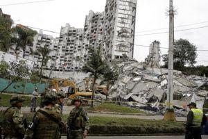 Cae edificio en Medellín