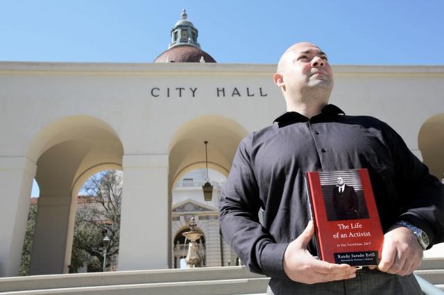 Randy Jurado Ertll, activista y autor, opina que una comisión independiente debería vigilar a la Policía.