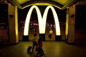 Salarios en locales de comida rápida implican millones para EEUU