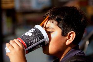 Aumenta el consumo de sodas entre jóvenes de California
