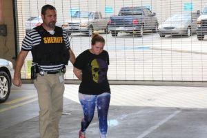 Detenida madre de acosadora de menor en Florida