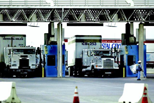 El puesto fronterizo de Otay Mesa en San Diego, California, es uno de los principales puntos de cruce fronterizo con México.