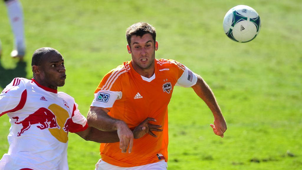 El Houston Dynamo buscaban el empate ante el Red Bull de Nueva York, pero una vez más los de la Manzana Grande aprovecharon una desconcentración defensiva de los naranja.