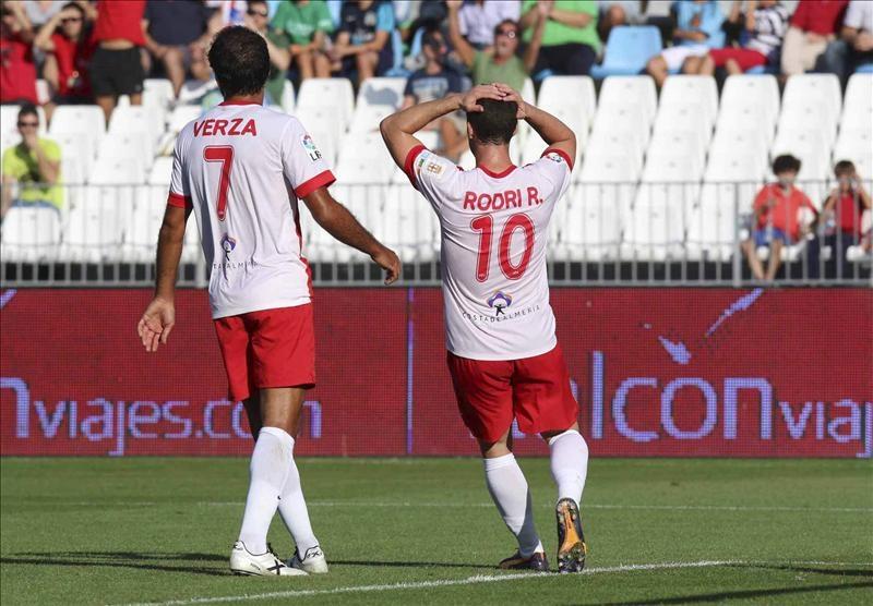 El Rayo hunde al Almería en la Liga Española