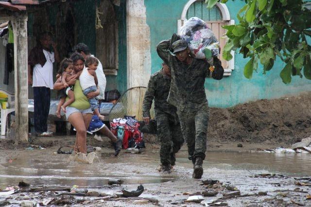 "Huracán ""Raymond"" trae lluvias torrenciales a México"