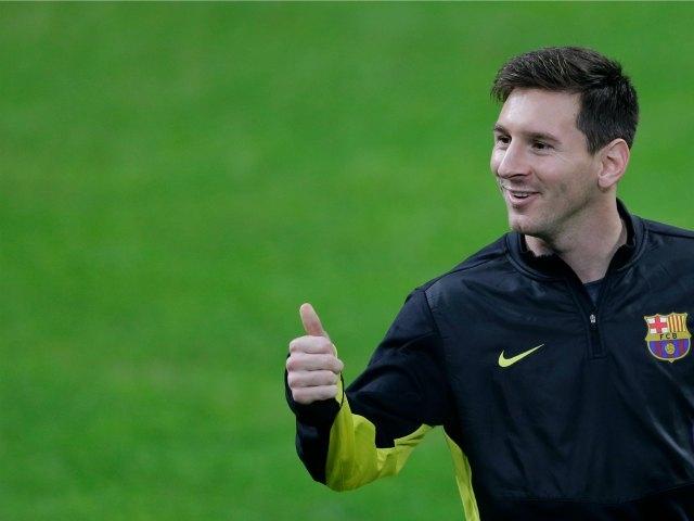 Messi también se luce en el básquet (Video)