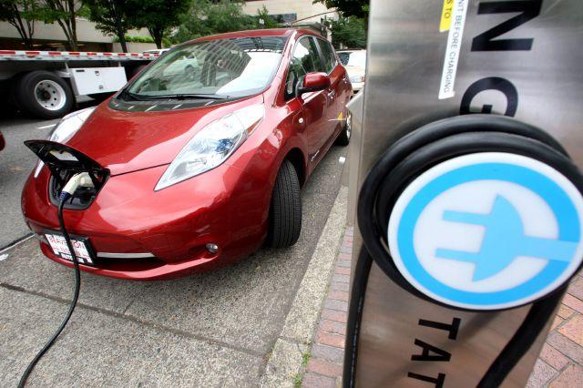 """Ocho estados crearán servicios para vehículos """"limpios"""""""