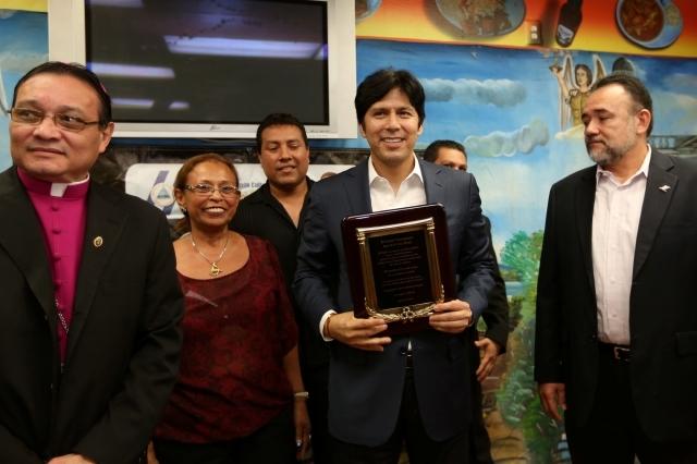 Agradecen a De León en LA por día estatal del nicaragüense