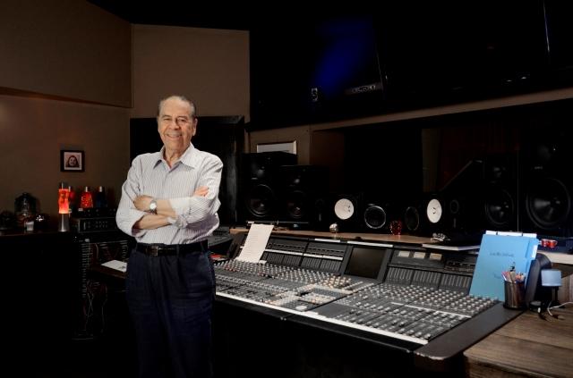 Lucho Gatica en el estudio donde grabó su nueva producción discográfica.