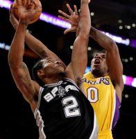 Lakers sufren en casa