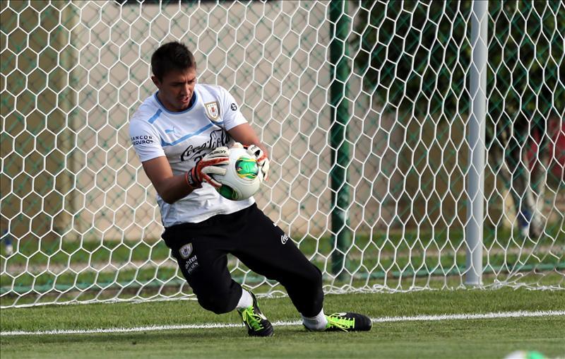 Uruguayo Fernando Muslera se pierde el repechaje ante Jordania