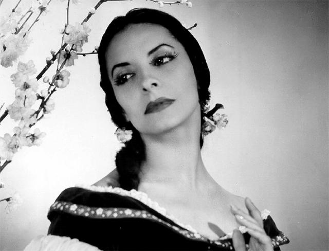 Editan libro sobre la bailarina cubana Alicia Alondo y si rol de 'Giselle'