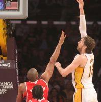 Lakers sacan la victoria del fuego