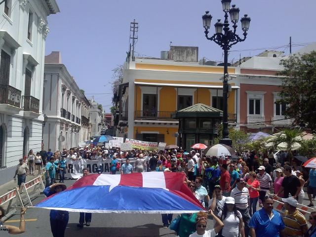 La mitad de los puertorriqueños vive peor que hace un año