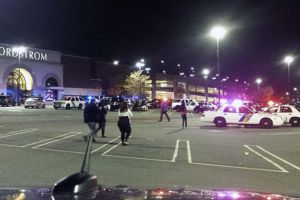 Tirador en centro comercial de NJ viste 'como motoclista'