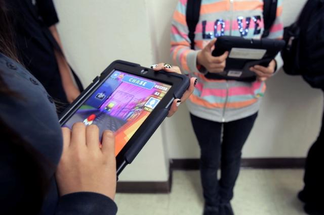 LAUSD cuestiona el programa de iPads para estudiantes