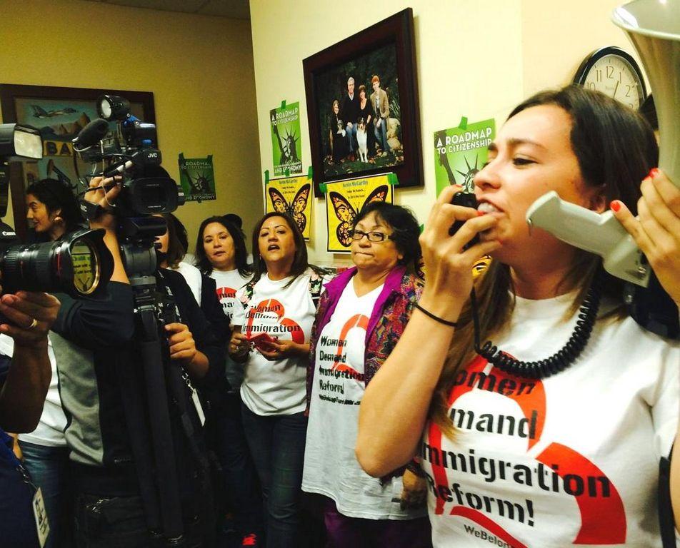 Mujeres protestan en California para exigir reforma migratoria