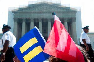 Pareja lesbiana demanda a empleador por negarle beneficios del cónyuge