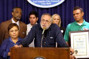Activista mexicano Javier Sicilia recibe reconocimiento en LA