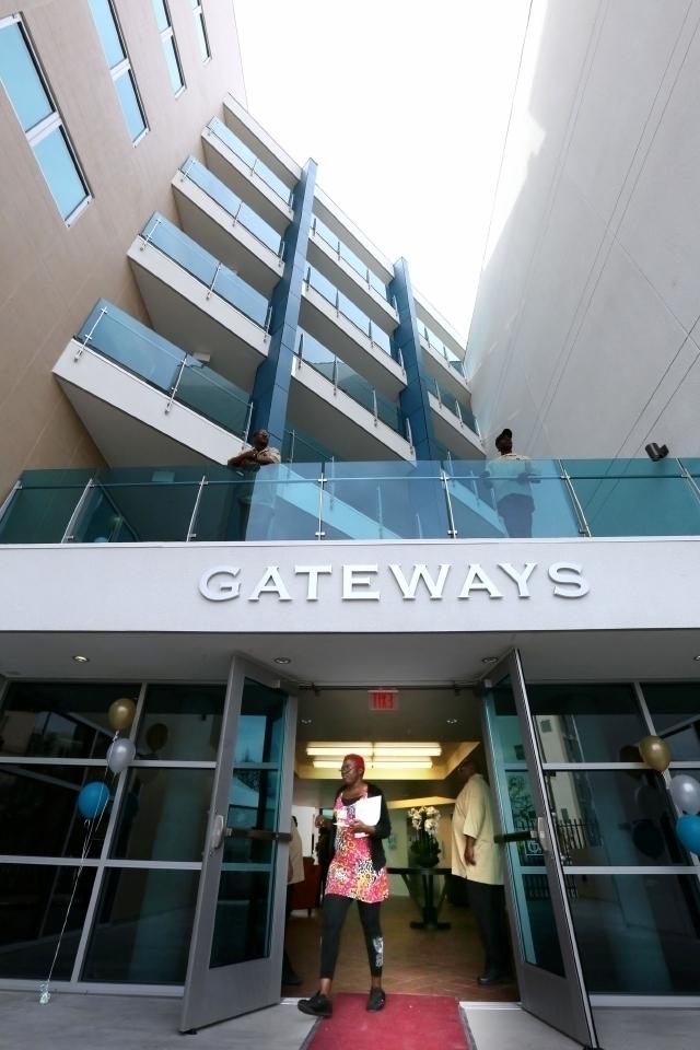 Inauguran nuevo hogar para indigentes en LA