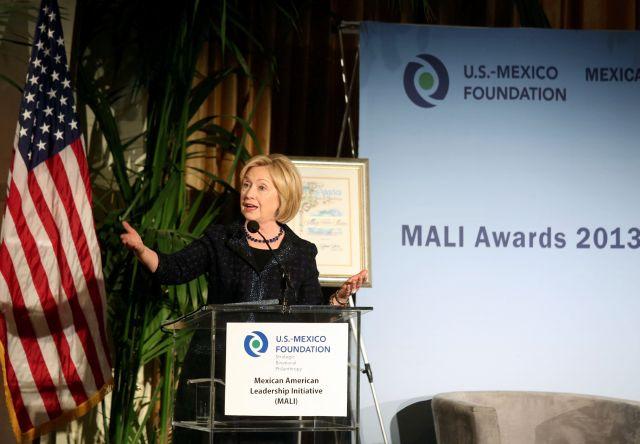 Hillary Clinton recibe homenaje latino en Los Ángeles