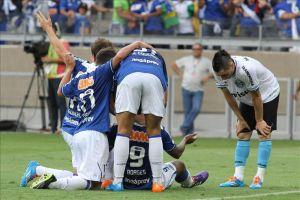 Atlético Paranaense aplaza el título del Cruzeiro en la Liga brasileña