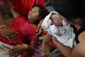 Nacimiento de niña ilumina valle de muerte en Filipinas