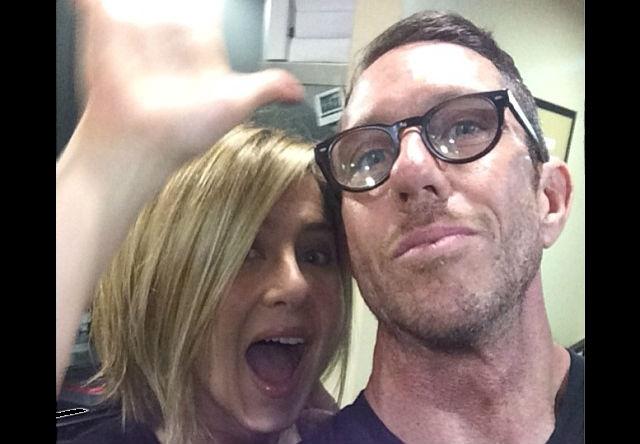 Jennifer Aniston presume su cabello corto