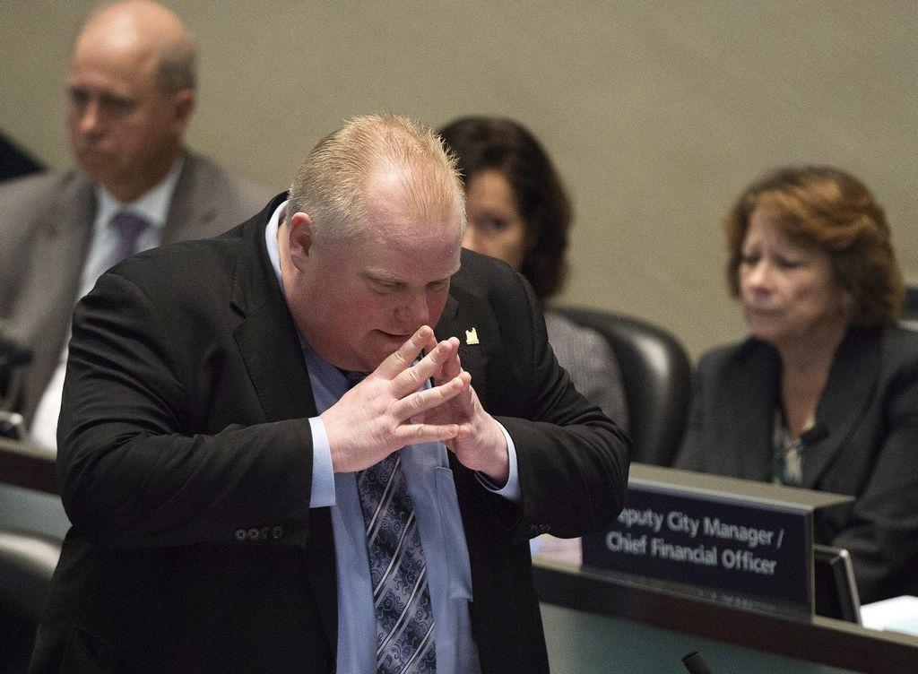 El alcalde de Toronto, Rob Ford, defiende su permanencia en el puesto a capa y espada.