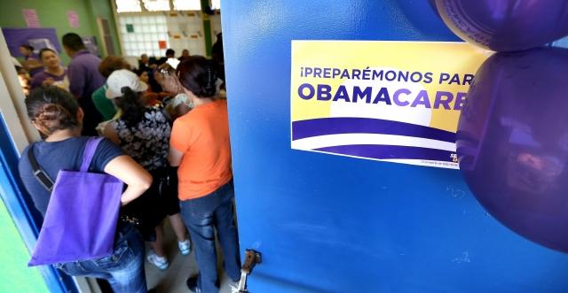 """Gobierno reconoce pocas inscripciones en """"Obamacare"""""""