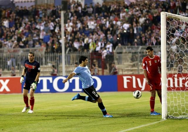 Uruguay resuelve en el partido de ida
