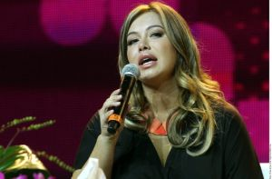 Con un evento desorganizado, Premios de la Radio honra a Jenni Rivera