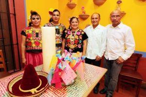 Muxes celebran en LA tradición gay oaxaqueña
