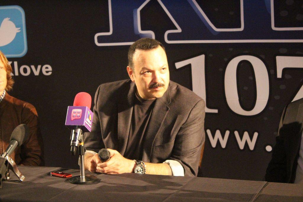 Pepe Aguilar durante la conferencia de prensa del domingo por la noche en West Hollywood.