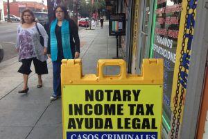 Notario de Azusa es acusado de estafar a inmigrantes por miles de dólares