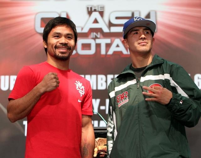 Manny Pacquiao (izquierda) y Brandon Ríos miden fuerzas hoy en Macao, China.