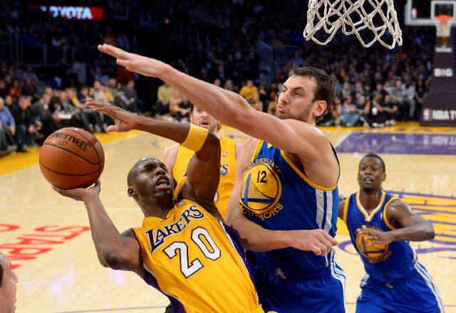 Lakers domina 102-95 a Golden State